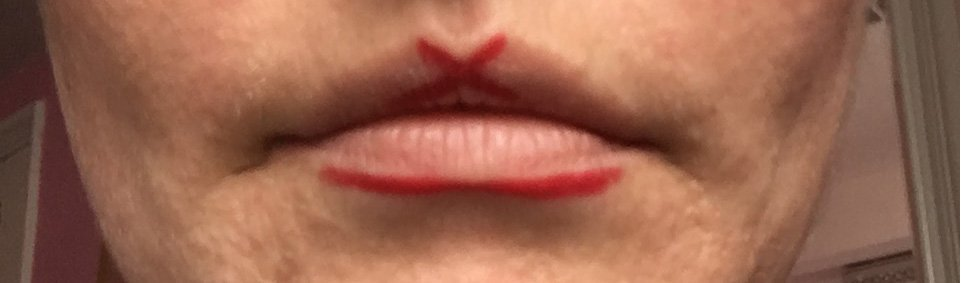 How to apply red lip liner